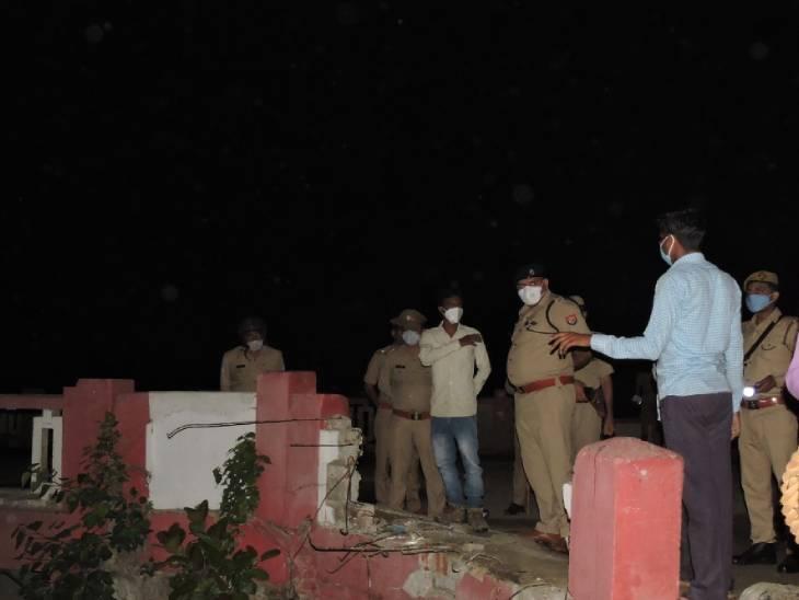पुल की रेलिंग तोड़कर शारदा नदी में गिरी तेज रफ्तार कार; तिलक समारोह से लौट रहे 4 लोगों की डूबने से मौत, एक लापता उत्तरप्रदेश,Uttar Pradesh - Dainik Bhaskar