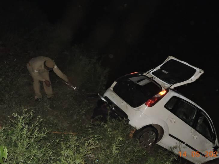 शादी में शामिल होने जा रहे बारातियों की कार नदी में गिरी, 4 की मौत; फिरोजाबाद में पेड़ से कार टकराई, 3 लोगों ने गंवाई जान|उत्तरप्रदेश,Uttar Pradesh - Dainik Bhaskar
