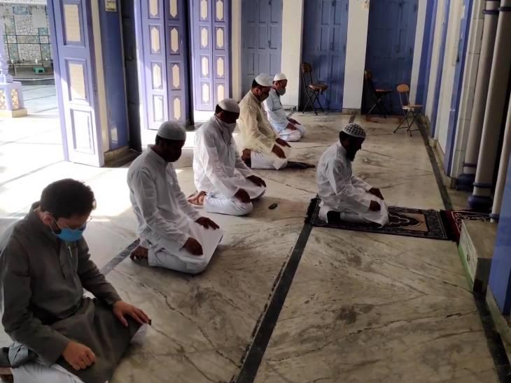 मेहमान ना मेहमानवाजी, घरों में ही इबादत के लिए उठे हाथ; सोशल मीडिया पर सजी ईद की महफिल|उत्तरप्रदेश,Uttar Pradesh - Dainik Bhaskar