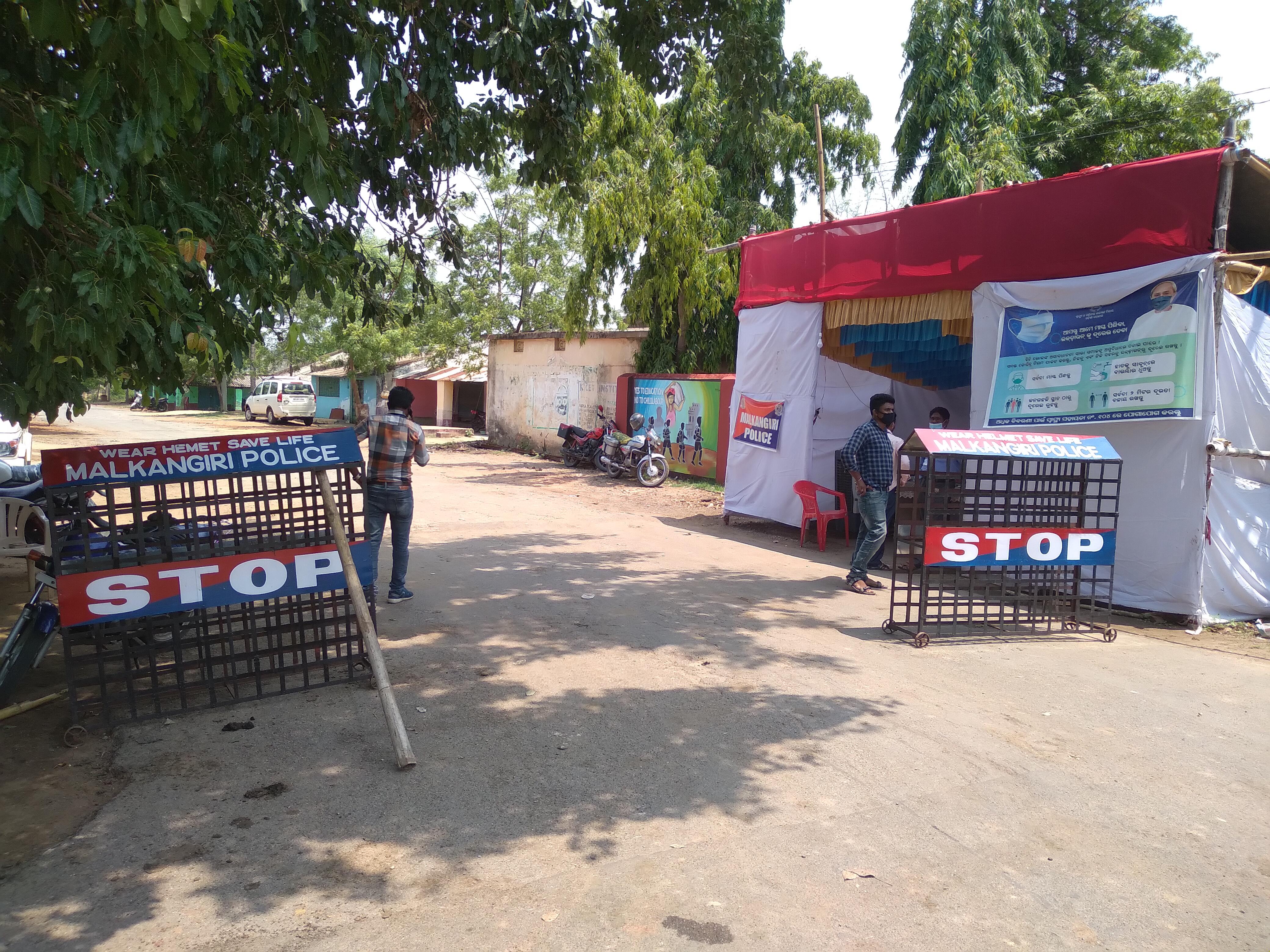 चालानगुड़ा बॉर्डर पर ओडिशा सरकार का एक अस्थायी तंबू गाड़ा हुआ है। इसमें पुलिस और प्रशासनिक अफसरों की पूरी टीम तैनात है। यहां छत्तीसगढ़ के लोगों के आने पर पाबंदी है।