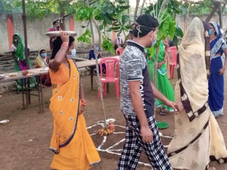 महावीर कोविड सेंटर में ही संक्रमित दंपती ने सात फेरे भी लिए।