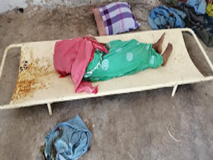 फोटो धमतरी के नगरी इलाके की है। अब वन विभाग ने बच्चे के परिजनों को 6 लाख रुपए की आर्थिक मदद देने का एलान किया है। - Dainik Bhaskar