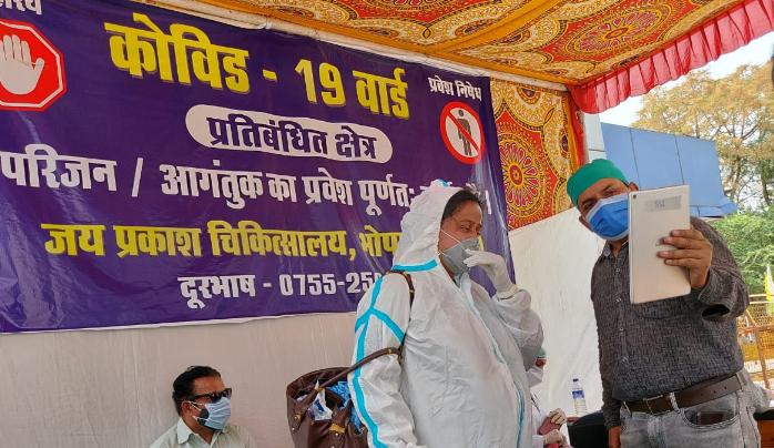 संवाद सेतु हेल्पडेस्क की मदद से दिन में दो बार वार्ड में भर्ती मरीजों से वीडियो कॉलिग से बात कर सकेंगे परिजन, जेपी में हेल्पडेस्क का शुभारंभ भोपाल,Bhopal - Dainik Bhaskar