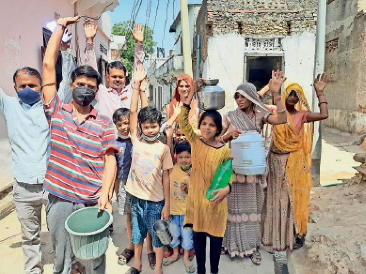 अलीगढ़ के कई मोहल्लों में कहीं 3 माह तो कहीं 1 माह से नहीं आ रहा पानी, लोगों ने किया प्रदर्शन|टोंक,Tonk - Dainik Bhaskar