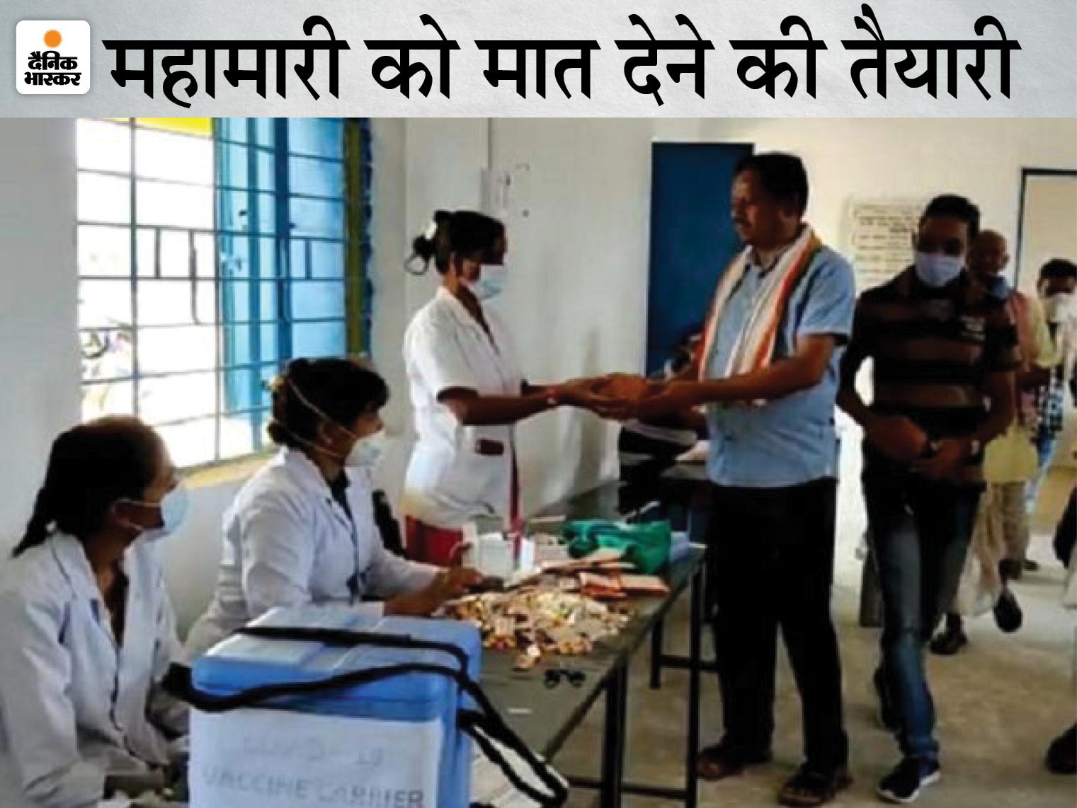 ग्राम देवी की प्रार्थना कर पुजारी ने वैक्सीन लगवाई, फिर जिले में अव्वल हो गया गांव; अब वैक्सीनेशन के लिए बाकी भी इनकी राह पर|छत्तीसगढ़,Chhattisgarh - Dainik Bhaskar