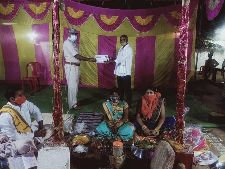 बिना अनुमति शादी करने वाले परिवारों पर 10 हजार रुपये का फाइन, जो नियमों का पालन करते मिले उन्हें सच्चे कोविड फाइटर की उपाधि|छत्तीसगढ़,Chhattisgarh - Dainik Bhaskar