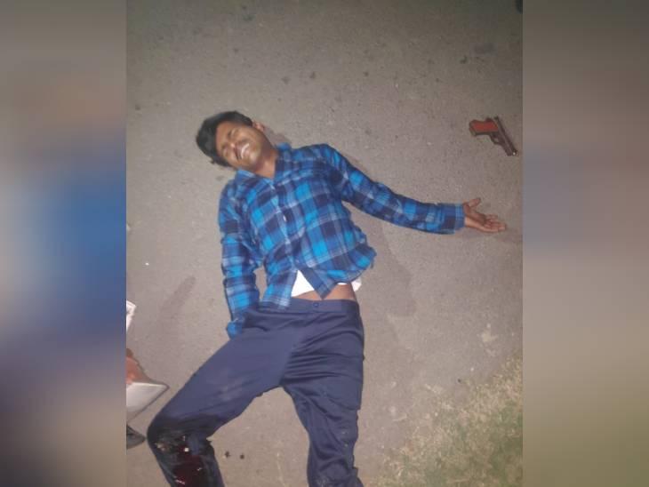 चेकिंग बैरियर तोड़कर भागा हिस्ट्रीशटर; पुलिस ने पैर पर गोली मारकर दबोचा, दर्ज हैं 17 FIR|उत्तरप्रदेश,Uttar Pradesh - Dainik Bhaskar
