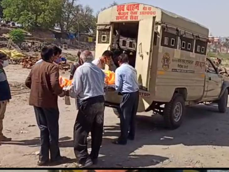 रोजा छोड़ कोरोना पीड़ितों की सेवा में लगे रहे फैजुल; एंबुलेंस की फ्री सुविधा देते हैं, मौत की सूचना मिलते ही अंतिम संस्कार के लिए ले जाते हैं शव|उत्तरप्रदेश,Uttar Pradesh - Dainik Bhaskar