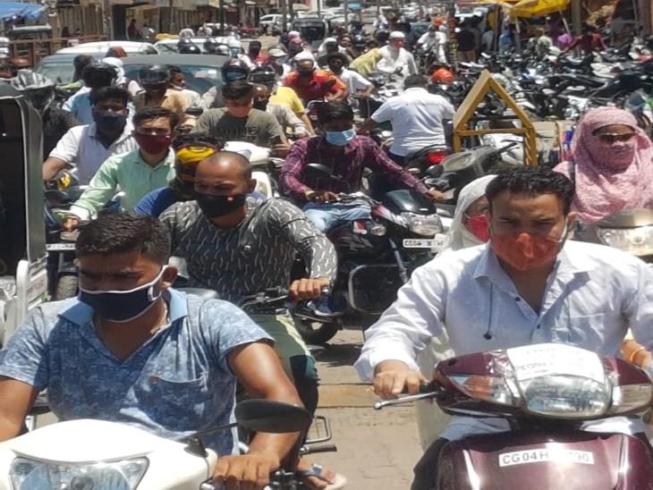 कोविड प्रोटोकॉल के लेफ्ट-राइट में उलझा रायपुर; शहर के प्रमुख बाजारों में सख्ती, अंदरूनी हिस्सों में तो अनलॉक जैसे हालात|रायपुर,Raipur - Dainik Bhaskar
