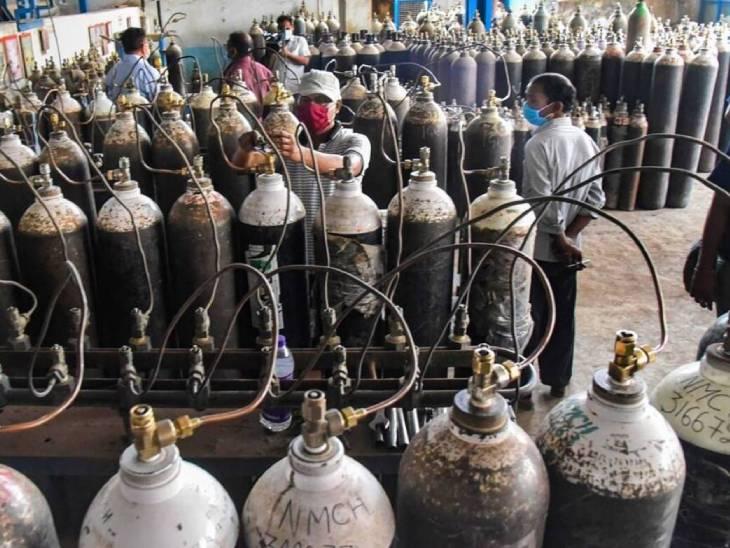 लखनऊ कमिश्नर रंजन कुमार ने बताया किऑक्सीजन आपूर्ति के लिए शासन द्वारा मंडल के जनपदों में सेंट्रर निर्धारित कर नोडल अधिकारी नामित किएकिए गए हैं। - Dainik Bhaskar