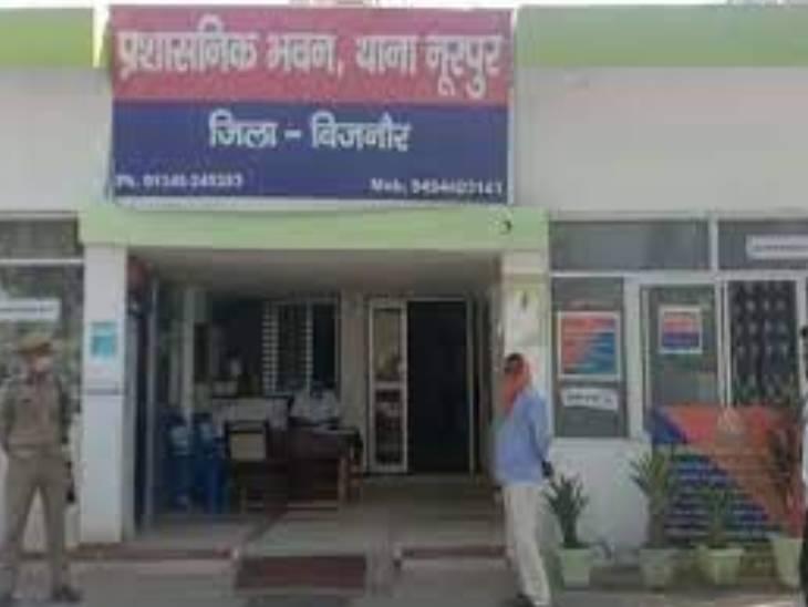 मजदूरी के विवाद को लेकर राॅड और डंडों से युवक को पीटा, अस्पताल ले जाते समय हो गई मौत|उत्तरप्रदेश,Uttar Pradesh - Dainik Bhaskar