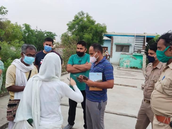 योग करते समय कोलंबिया के नागरिक की छत से गिरकर मौत, आश्रम में रहने वाले विदेशी महिला ने पोस्टमार्टम का किया विरोध उत्तरप्रदेश,Uttar Pradesh - Dainik Bhaskar