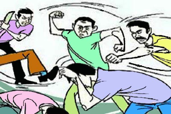 गुस्साए भाई ने दोस्तों संग मिलकर युवक की डंडे व लात-घूंसों से कर डाली पिटाई, बचाव के लिए चिल्लाया तो कमरे में बंद कर पीटा|जालंधर,Jalandhar - Dainik Bhaskar