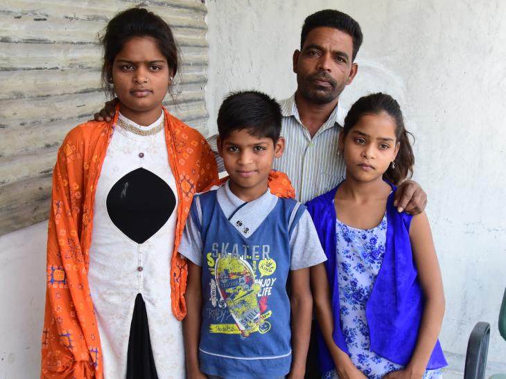 मनीषा 10वीं में हैं। ऑनलाइन पढ़ाई के लिए उनके पिता ने कर्ज लेकर फोन खरीदा है।