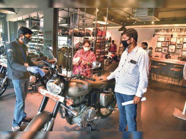 सर्विस सेंटर के बाद आज से खुलेंगे गाड़ियों के शो-रूम, बाजार के साथ शाम 5 बजे बंद होंगे|रायपुर,Raipur - Dainik Bhaskar