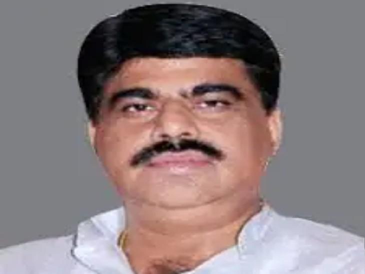 पूर्व सांसद कपिलमुनि करवरिया की 20 दिन की अल्पकालिक जमानत मंजूर हुई थी लेकिन एक अन्य मामले में आरोपी होने के कारण जेल प्रबंधन ने उन्हें रिहा करने से इंकार कर दिया। - Dainik Bhaskar