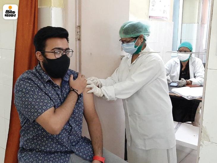 झांसी में दूर हुई वैक्सीन की किल्लत, 18 से 44 वर्ष के 25 हजार से अधिक लोग लगवा चुके हैं वैक्सीन|उत्तरप्रदेश,Uttar Pradesh - Dainik Bhaskar
