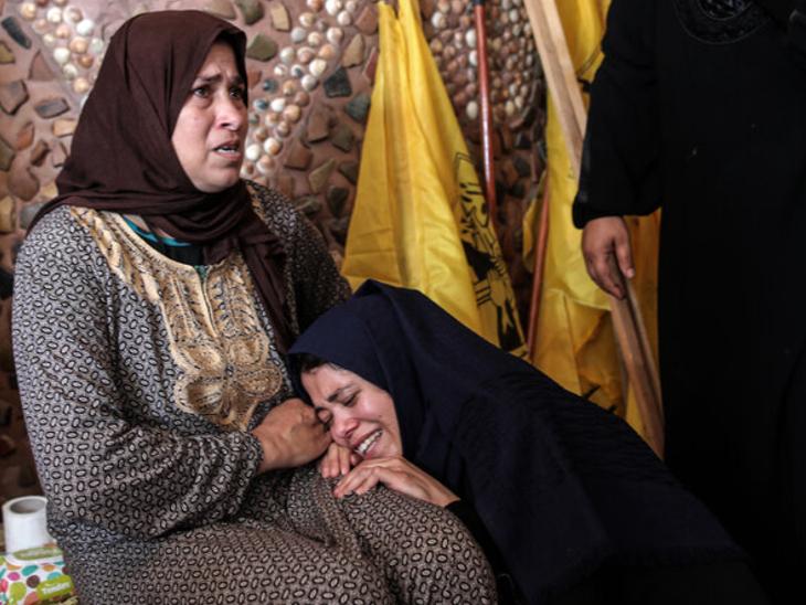 गुरुवार (20 मई) देर रात मिली मीडिया रिपोर्ट्स के मुताबिक, इजराइल-फिलिस्तीन जंग में 230 लोग मारे जा चुके हैं। इजराइल में 10 लोगों की मौत हुई। फिलिस्तीन के गाजा में मरने वालों का आंकड़ा 220 से भी ज्यादा हो सकता है।