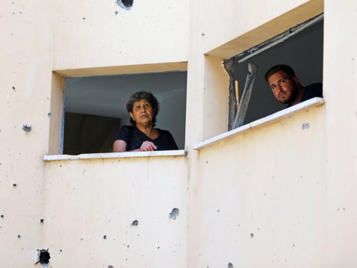 गाजा पट्टी में करीब 20 लाख लोग रहते हैं। इजराइली बमबारी से यहां बुनियादी सुविधाएं भी तबाह हो चुकी हैं। इलाके में बिजली और पानी की सप्लाई ठप हो चुकी है।