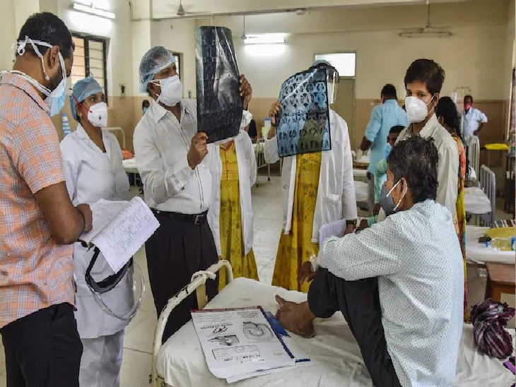 झांसी में ब्लैक फंगस के 11 मरीज, आंखों में दर्द व सूजन की शिकायत लेकर अस्पताल पहुंच रहे लोग|उत्तरप्रदेश,Uttar Pradesh - Dainik Bhaskar