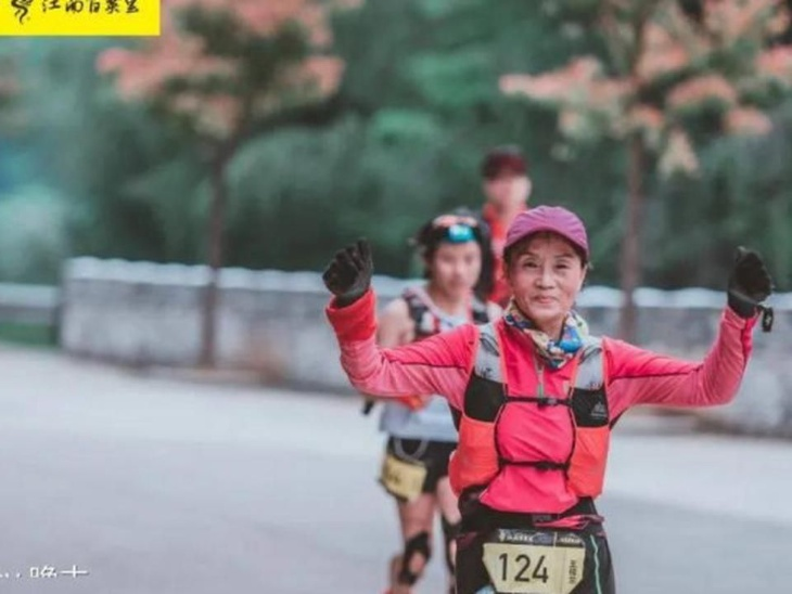 70 साल की चाइनीज महिला वांग-लांग ने पिछले 20 साल में पूरी की 100 मैराथन, उनका मानना है कि उम्र सिर्फ एक नंबर है|लाइफस्टाइल,Lifestyle - Dainik Bhaskar