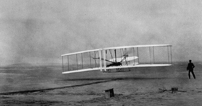 यह है वह फ्लाइंग मशीन जो राइट बंधुओं ने बनाई थी और उड़ाकर दिखाई थी।