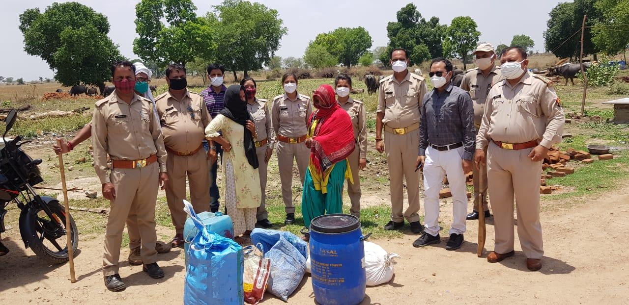 ललितपुर में महिलाओं ने आपदा में खोज निकाला कच्ची शराब बनाने का अवसर|उत्तरप्रदेश,Uttar Pradesh - Dainik Bhaskar