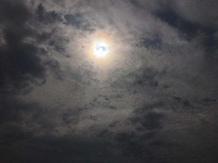 रात में गरज के साथ बरसे बादल, सुबह को भी बादलों में छिपे रहे सूर्यदेव, कल से गर्मी दिखाएगी तेवर|पानीपत,Panipat - Dainik Bhaskar