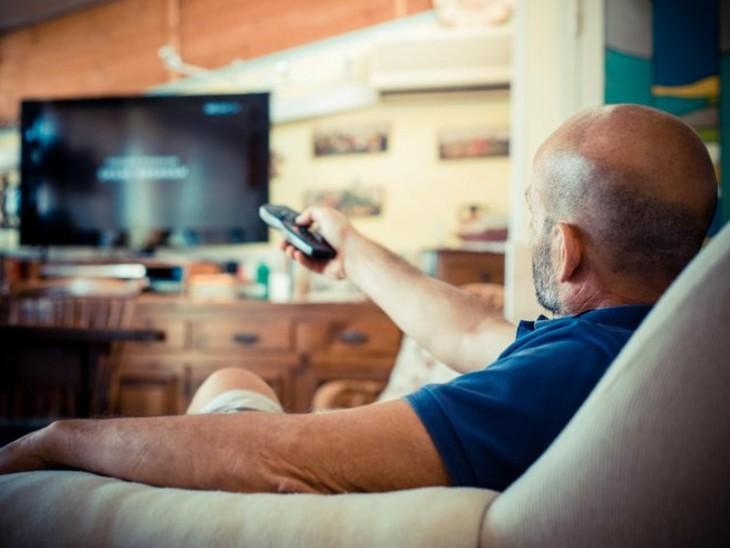 घंटों टीवी देखने की आदत से दिमाग सिकुड़ सकता है, याद्दाश्त और सोचने समझने की क्षमता भी घट जाती है|लाइफ & साइंस,Happy Life - Dainik Bhaskar