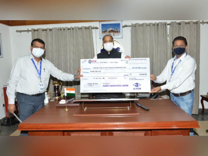 बद्दी की Alkem लैबोरेट्री ने कोविड फंड में दिया 20 लाख का योगदान, CM जयराम ठाकुर से मिलकर सौंपा चेक|हिमाचल,Himachal - Dainik Bhaskar