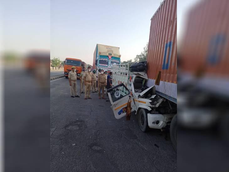 संतकबीर नगर में पिकअप ने खड़े टैंकर को मारी टक्कर; पंजाब के लुधियाना से देवरिया जा रहे एक ही परिवार के 4 लोगों की मौत|उत्तरप्रदेश,Uttar Pradesh - Dainik Bhaskar
