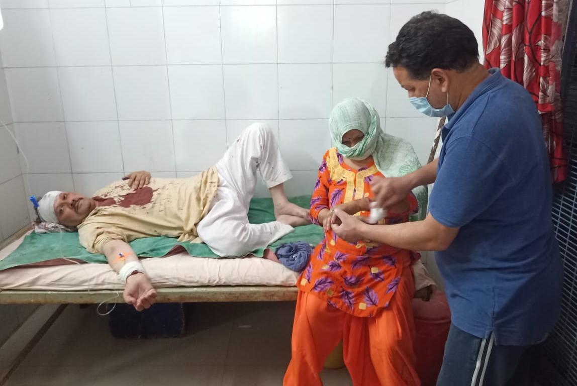 वोट न देने पर दो पक्षों में जमकर चले लाठी-डंडे, ग्राम प्रधान के साथ भी मारपीट, 6 से ज्यादा लोग घायल|मेरठ,Meerut - Dainik Bhaskar