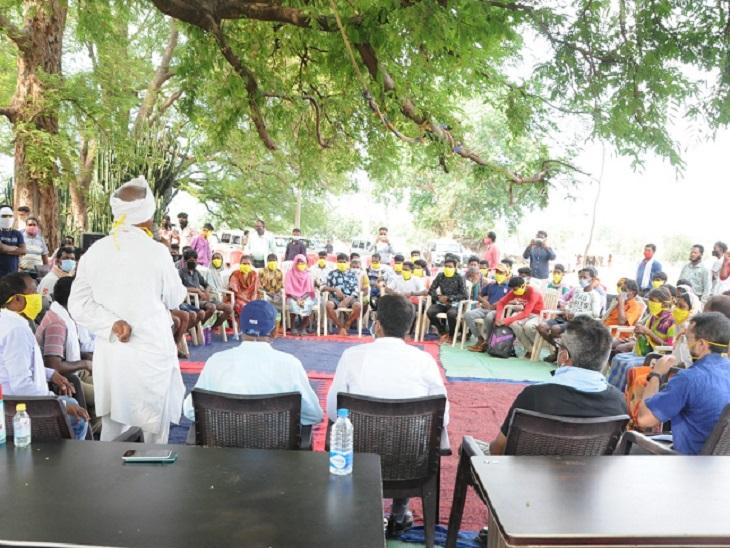 रविवार को बस्तर संभाग कमिश्नर जीआर चुरेंद्र, IG बस्तर सुंदराज पी, कलेक्टर सुकमा विनीत नंदनवार, कलेक्टर बीजापुर रितेश कुमार अग्रवाल, SP बीजापुर कमलोचन कश्यप ने सिलगेर में ग्रामीणों के 40 सदस्यीय प्रतिनिधिमंडल से मुलाकात की थी।