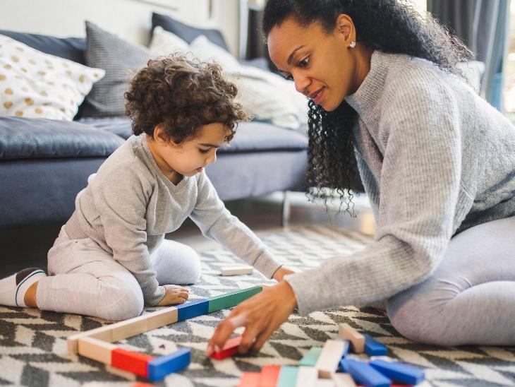 कोरोना के चलते घरों में बंद बच्चों का चिढ़चिढ़ापन दूर करने के लिए उन्हें सौंपे कुछ काम, वह मानसिक तनाव में हैं तो साइकोलॉजिस्ट की मदद भी लें|लाइफस्टाइल,Lifestyle - Dainik Bhaskar
