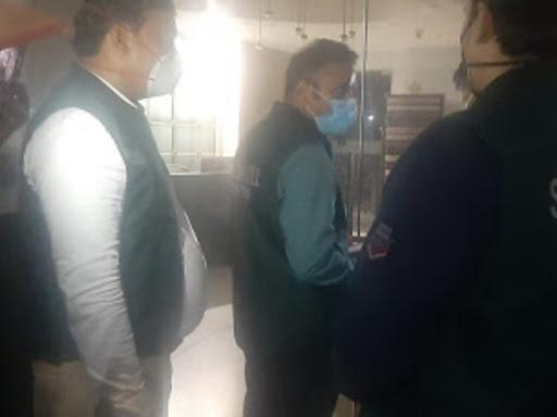 दिन में दिल्ली पुलिस ने नोटिस भेजा, शाम को दो टीमें जांच के लिए गुड़गांव और दिल्ली के ऑफिस पहुंचीं|देश,National - Dainik Bhaskar