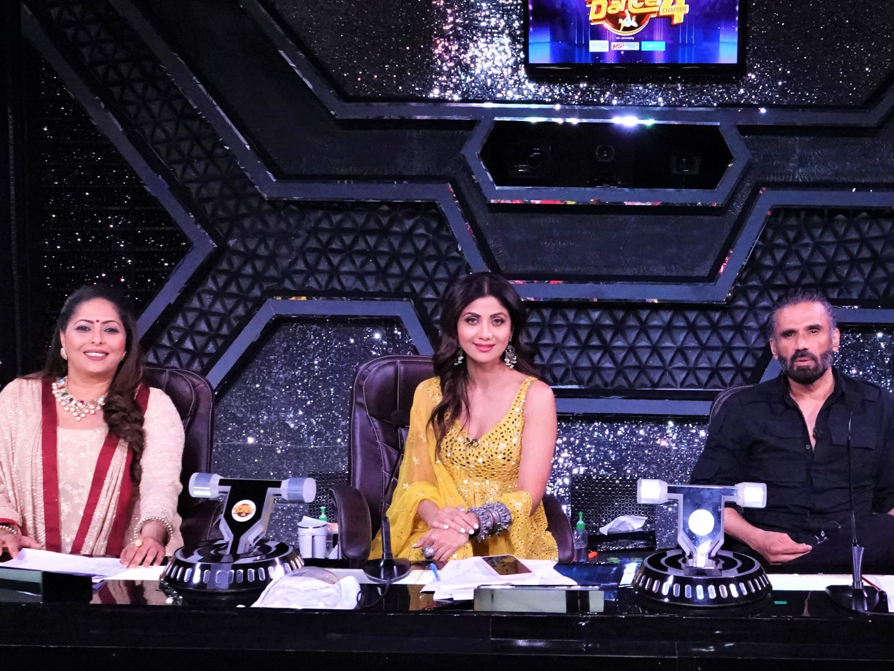 फैमिली के कोराेना से रिकवर होते ही शिल्पा शेट्टी की हुई 'सुपर डांसर-चैप्टर 4' के सेट पर वापसी|टीवी,TV - Dainik Bhaskar