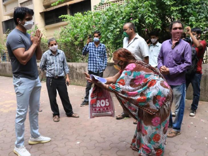सोनू सूद बोले-उन मरीजों को खोना जिन्हें आप बचाने की कोशिश कर रहे हैं, ये अपने आप को खोने से कम नहीं; असहाय महसूस कर रहा हूं बॉलीवुड,Bollywood - Dainik Bhaskar
