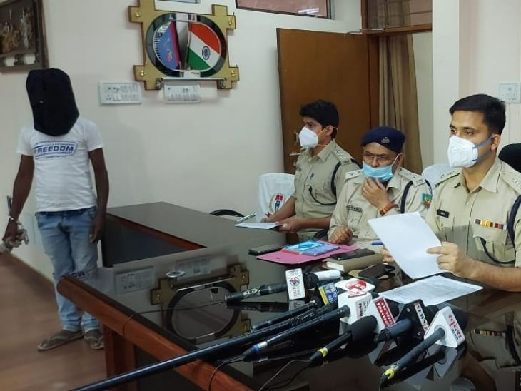 रांची पुलिस को दिए बयान में कहा-पत्नी के कारण उसने अपने परिवार पर छोड़ा था हाथ, पत्नी के थे अवैध संबंध, इसलिए प्लानिंग के तहत किया मर्डर|रांची,Ranchi - Dainik Bhaskar