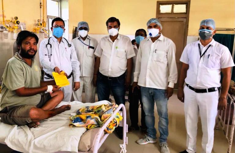 हेल्थ वर्कर्स की मेहनत और अपने हौसलों के बल पर कोरोना को मात देकर घर लौटा शंकरलाल सवाई माधोपुर,Sawai Madhopur - Dainik Bhaskar