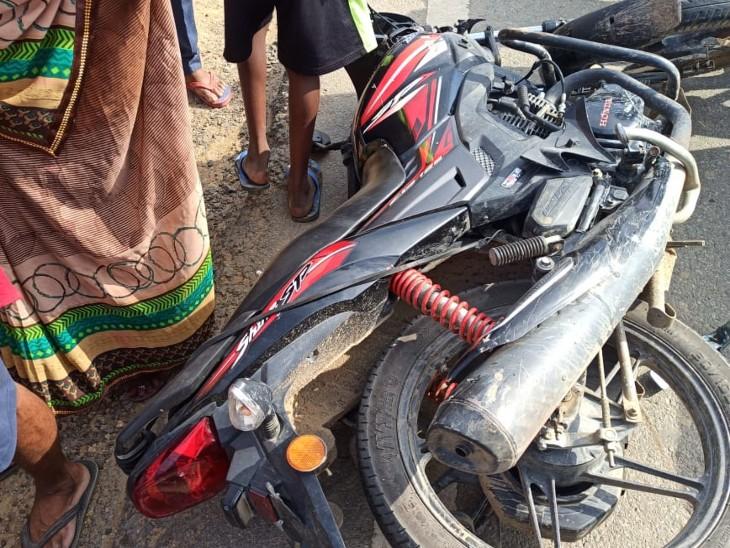 सोनवर्षा में आरा-मोहनियां हाइवे पर वाहन की चपेट में आया बाइक सवार, घटनास्थल पर ही मौत|बक्सर,Buxar - Dainik Bhaskar