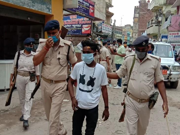 नवादामें शराबी अनलॉक, दिनदहाड़ेदोनों हाथों में तमंचा लेकर हंगामा करने लगा; लोगों में आक्रोश|नवादा,Nawada - Dainik Bhaskar