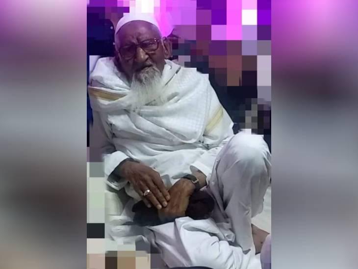 100 साल की उम्र में मथुरा के शहर मुफ्ती की हार्ट अटैक से मौत; पैतृक गांव मारेहरा में किया जाएगा सुपुर्द-ए-खाक मथुरा,Mathura - Dainik Bhaskar