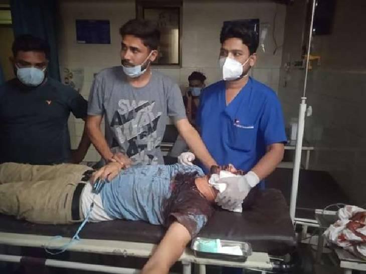 जबलपुर में रेत नाका के गुर्गों ने की फायरिंग, जबड़ा चीरते हुए निकली गोली, राहगीर का सिर फोड़ा जबलपुर,Jabalpur - Dainik Bhaskar