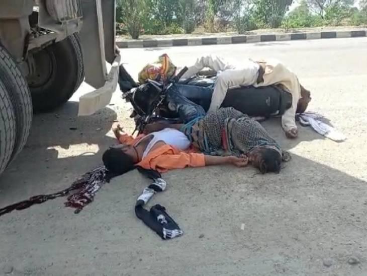 कानपुर हाइवे पर ट्रक ने बाइक को मारी टक्कर, महिला समेत 3 लोग जख्मी; झांसी से जालौन जा रही एंबुलेंस ने दिखायी दरियादिली|झांसी,Jhansi - Dainik Bhaskar