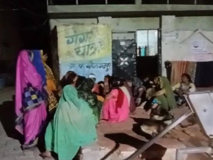 कानपुर में लापता युवती का साढ़े चार घंटे बाद गांव के बाहर मिला शव; मुंह में ठूंसा था कपड़ा, ग्राम प्रधान समेत 5 पर FIR|कानपुर,Kanpur - Dainik Bhaskar