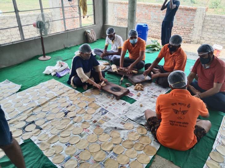 एक माह में 12 हजार लोगों तक पहुंचाया भोजन, आज विघ्नहर्ता सेवा संस्थान का शहर में सबसे बड़ा किचन सेंटर|रीवा,Rewa - Dainik Bhaskar