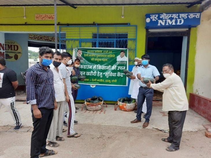 रांची में पहले ही दिन 19 टन से ज्यादा तरबूजों की हुई खरीद-बिक्री, लोहरदगा, खूंटी, बेड़ो के खेतों से रांची पहुंच रहे हैं तरबूज|रांची,Ranchi - Dainik Bhaskar