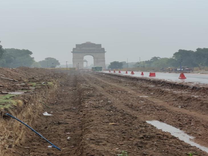 इंडिया गेट के पास के हिस्से में सेंट्रल विस्टा प्रोजेक्ट के तहत काम चल रहा है। यहां की कंस्ट्रक्शन साइट पर किसी को जाने और फोटो खींचने की इजाजत नहीं है। दिल्ली हाई कोर्ट में इसकी सुनवाई भी चल रही है।