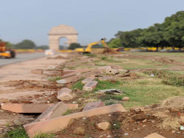 इंडिया गेट और उसके पास सार्वजनिक शौचालय और पार्किंग का काम होना है। सरकार का कहना है कि प्रोजेक्ट की इस साइट पर 400 मजदूर काम कर रहे हैं।