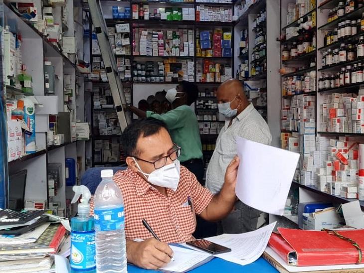 भागलपुर की दवा दुकानों पर रेड; एम्फोटेरेसिन-बी, केटोकोनैजोल हमेशा रखने व उचित कीमत पर बेचने का निर्देश|भागलपुर,Bhagalpur - Dainik Bhaskar